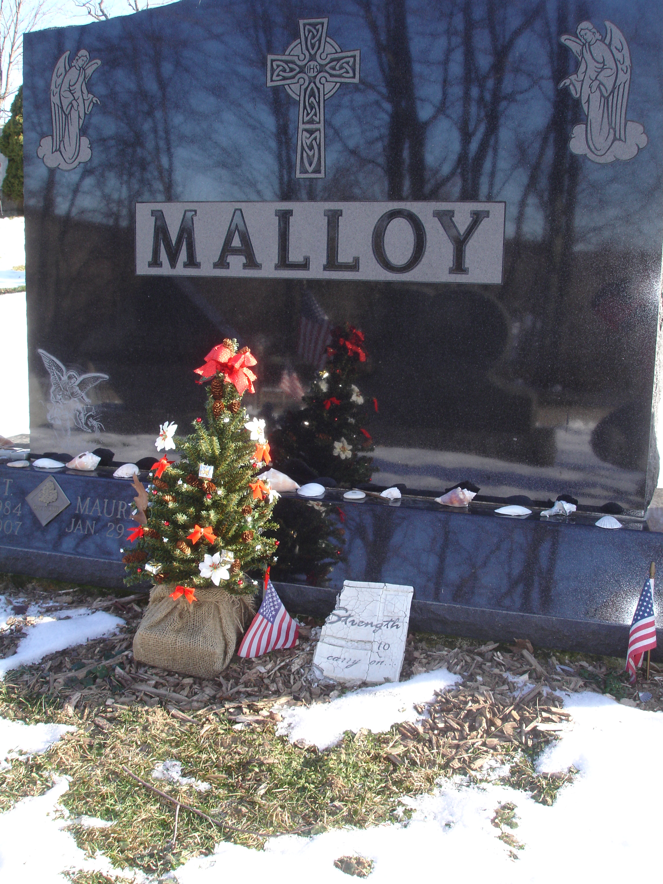 grave site christmas decoration