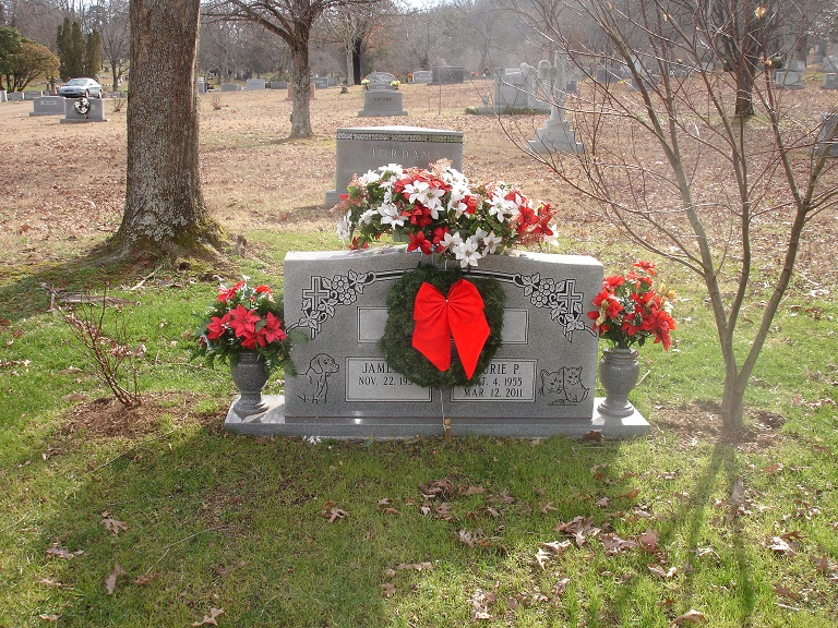 28 best christmas cemetery decorations solar christmas for Grave decorations ideas