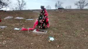 christmas_grave_decorations